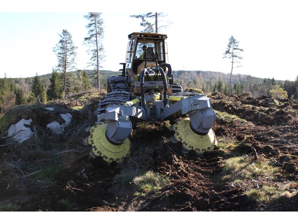 Bracke T28.a two-row disc trencher.